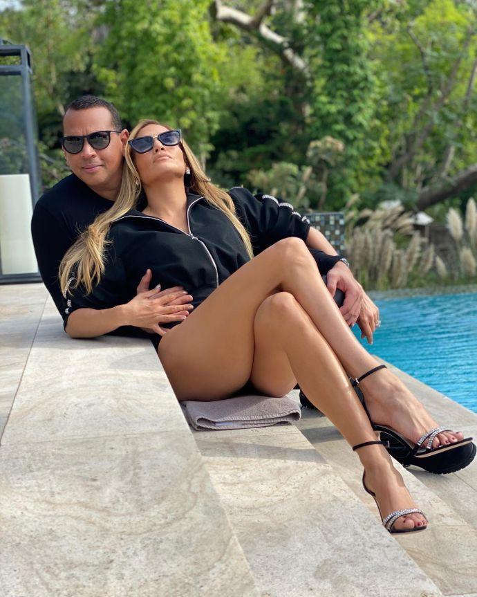 Новий наречений Дженіфер Лопес показав зірку біля басейну (ФОТОФАКТ)