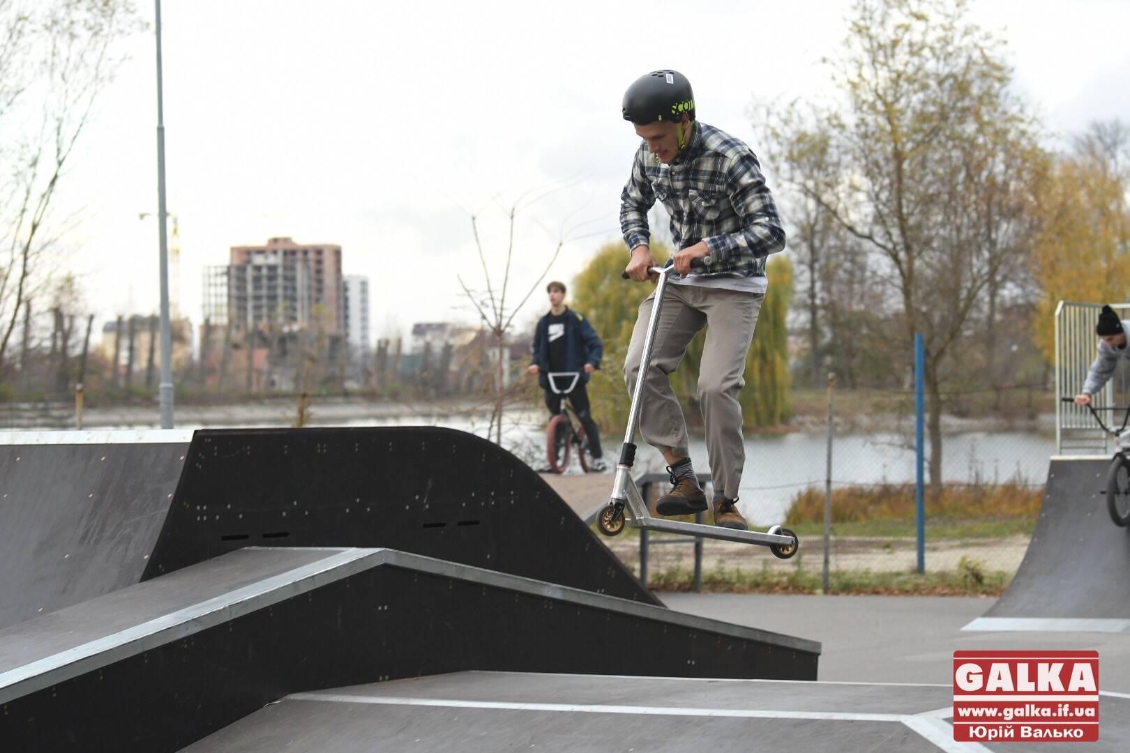 Поблизу міського озера оновили скейт-парк та влаштували показові виступи (ФОТОРЕПОРТАЖ)