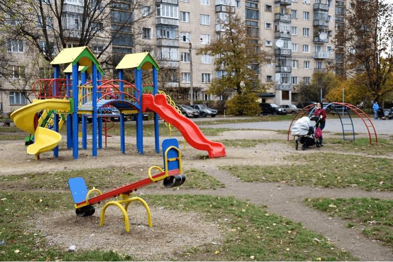 Новий дитячий майданчик відкрили на Вовчинецькій (ФОТО)