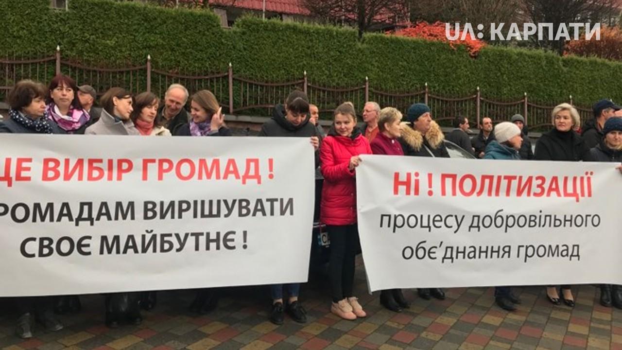 У Яремчі перед депутатами обласної ради протестують жителі Ворохти і Татарова (ФОТО)