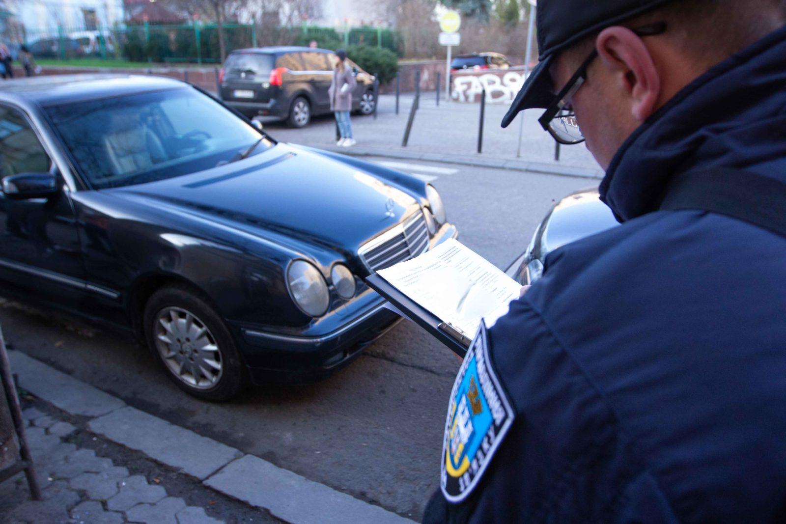 Франківські інспектори з паркування виписали штрафів на майже пів мільйона гривень