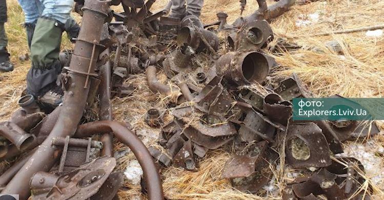 Поблизу Буковелю в Карпатах знайшли залишки розбитого літака (ВІДЕО)