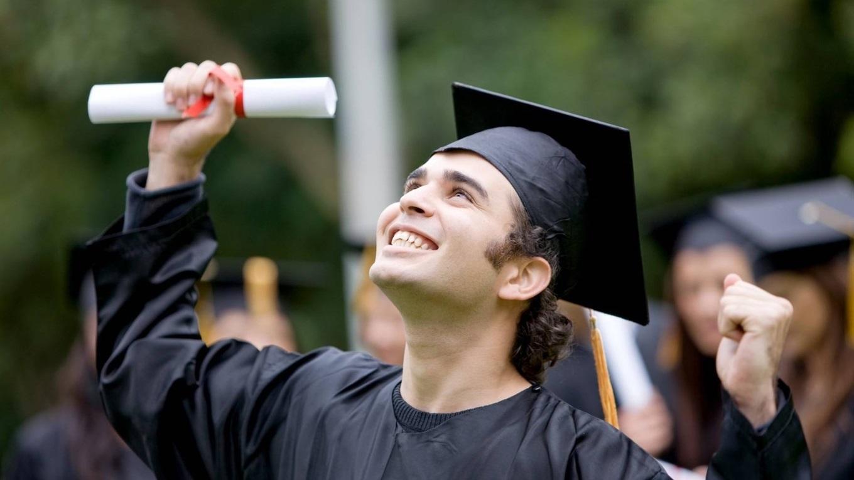 """Замість """"чеpвоних"""" дипломів: у МОН пояснили, як відзначатимуть успішних студентів"""