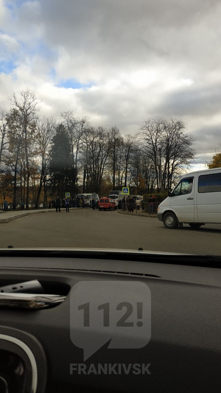 У Долині через здорожчання тарифів на воду люди перекрили дорогу на Львів і Франківськ (ФОТОФАКТ)