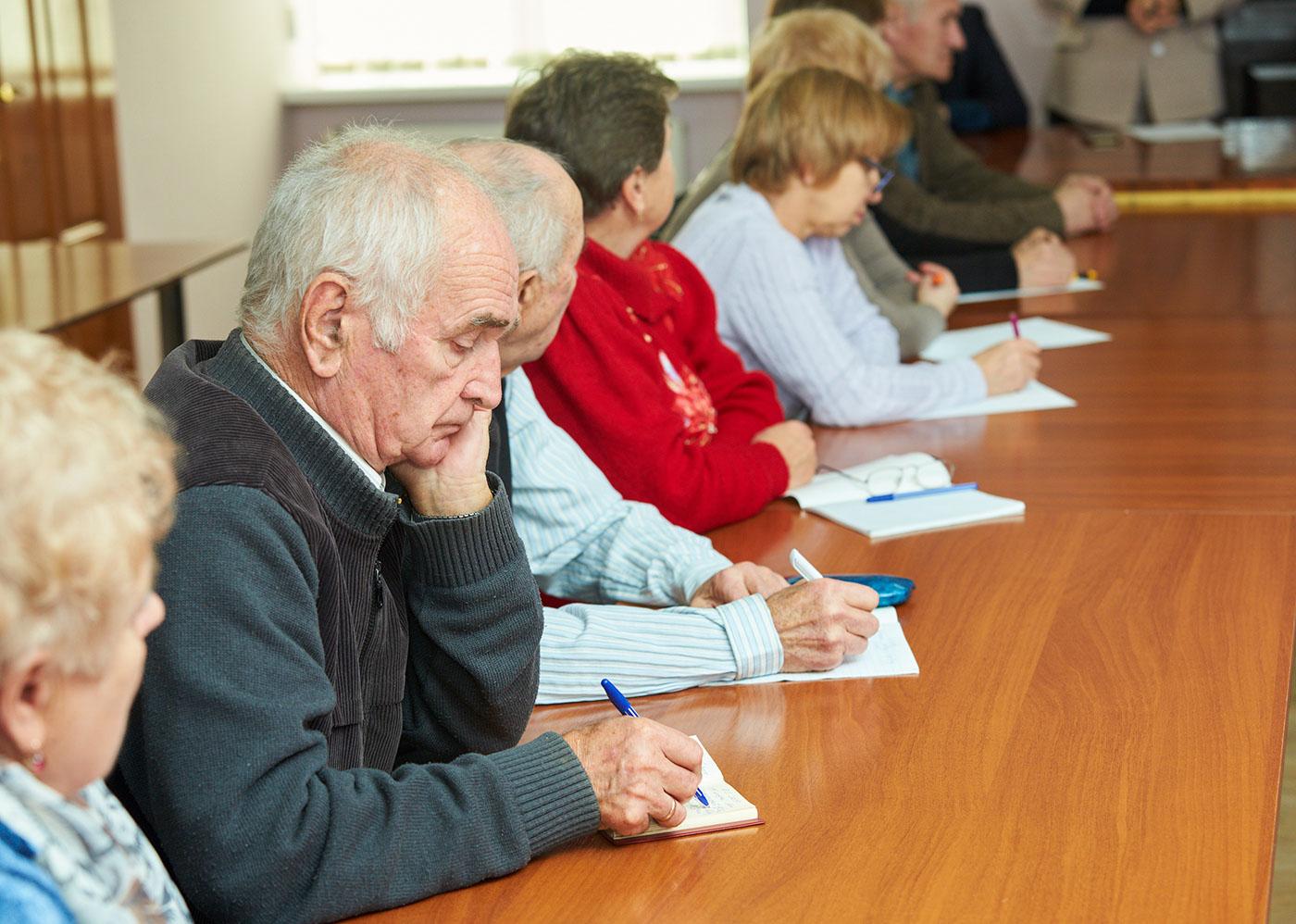 Соцмережі, програми, додатки: франківських пенсіонерів навчають користуватися комп'ютером (ФОТО)