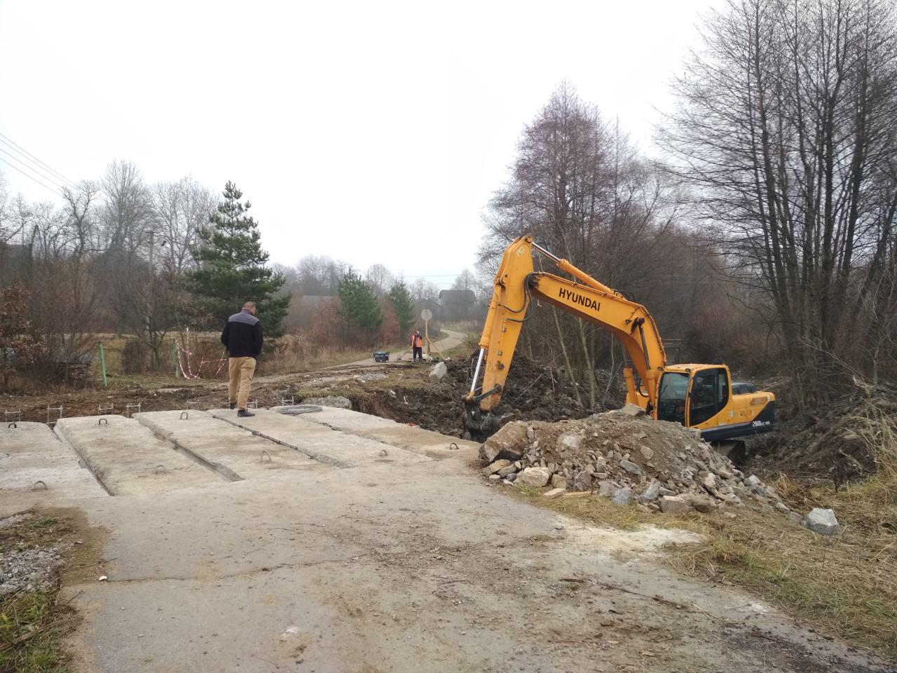 У селі на Тисмениччині відновлюють міст (ФОТО)