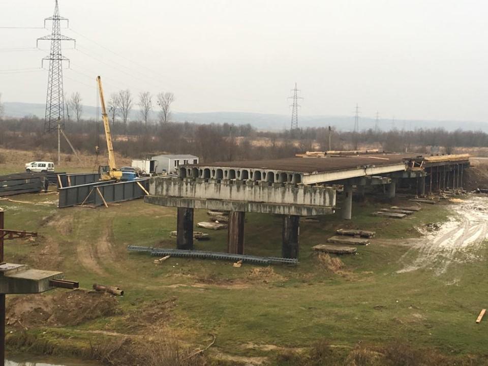Триває будівництво моста через Дністер на Калущині (ФОТО)