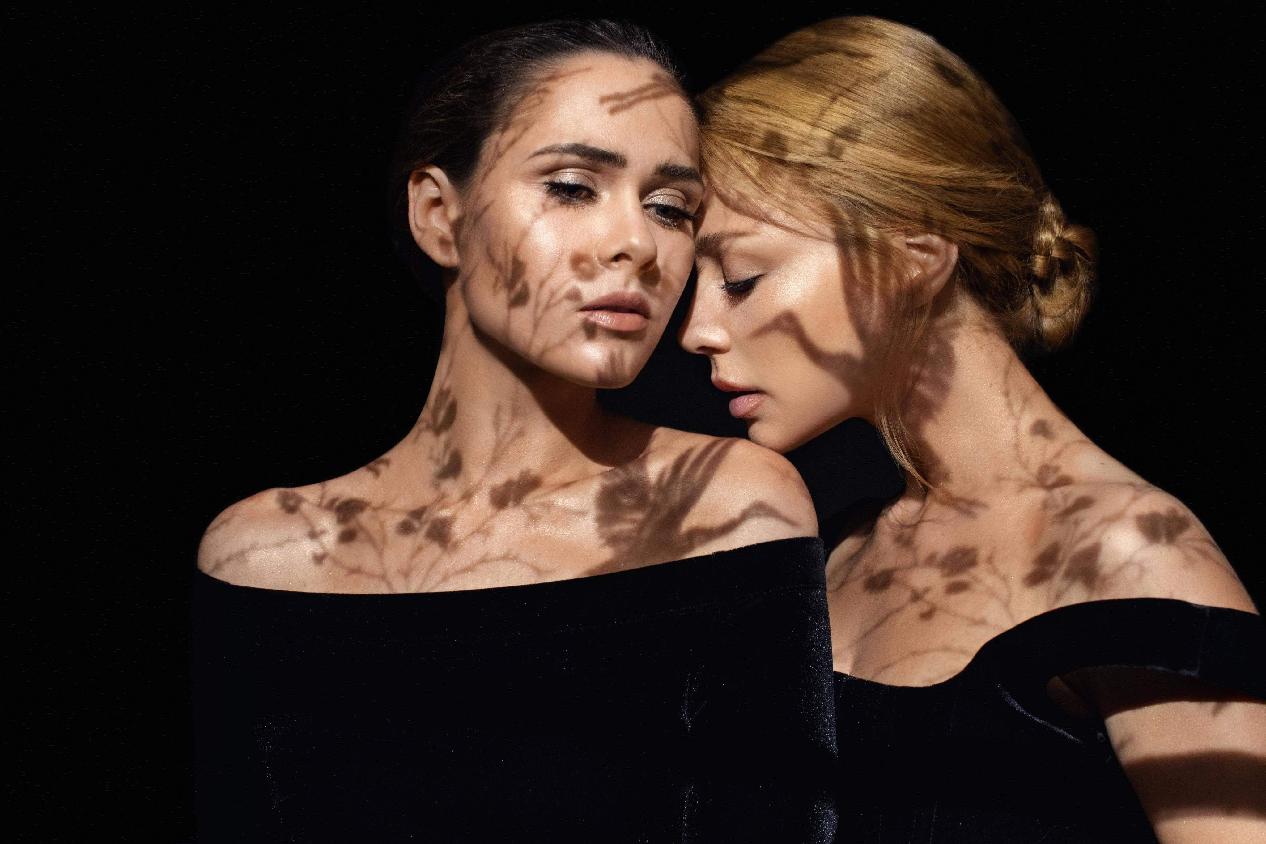 Чуттєві Тіна Кароль та Юлія Саніна представили спільний кліп на саундтрек до фільму