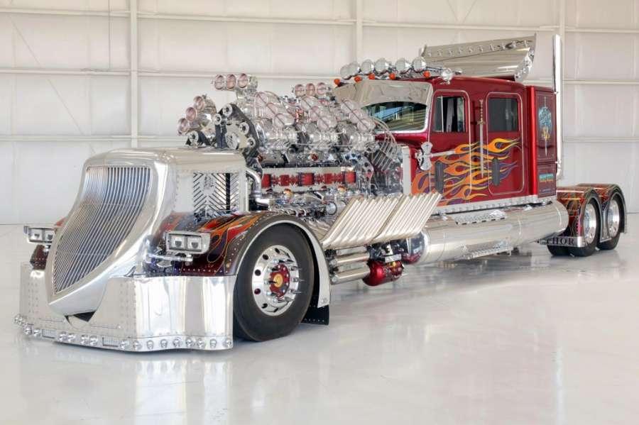 Найдорожчу у світі вантажівку продали з аукціону