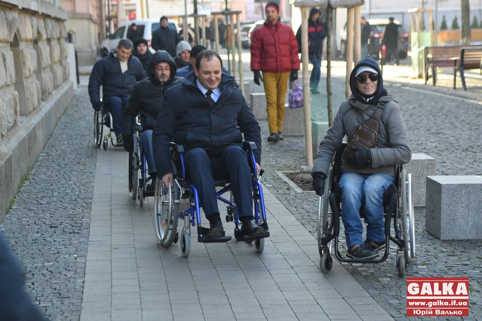 Марцінків та чиновники в інвалідному візку перевірили місто на доступність (ФОТО, ВІДЕО)
