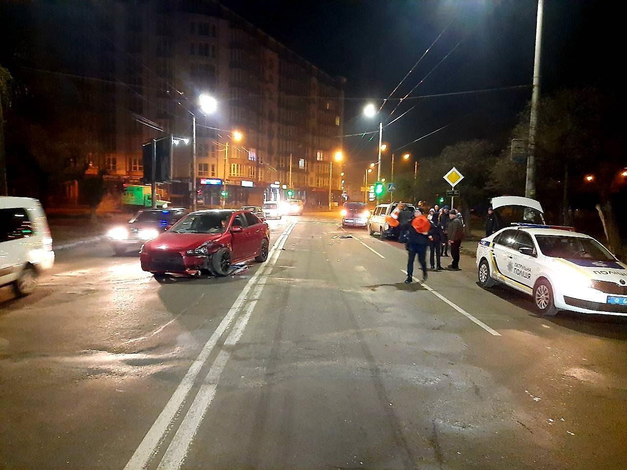 У Франківську п'яний водій без прав розбив Mitsubishi об зустрічний Opel (ФОТО)