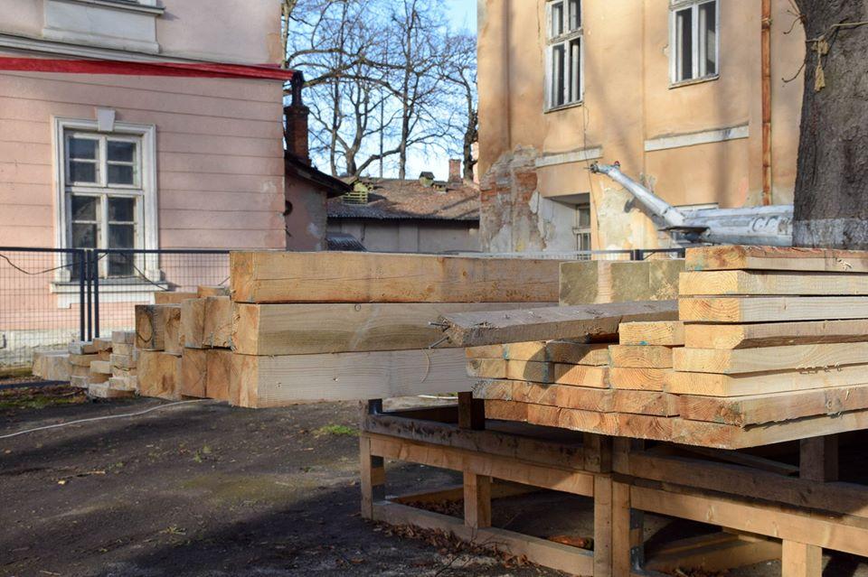 В одному з аварійних корпусів палацу Потоцьких стартували роботи (ФОТО)