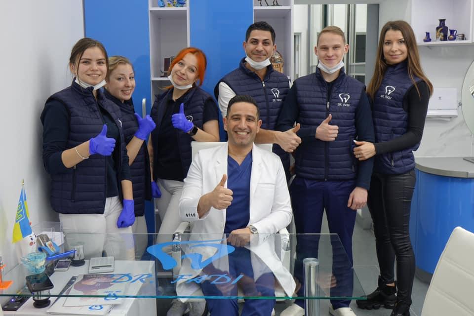 """""""Обійми і вдячність – це і є оплата"""": у Франківську стоматолог з Йорданії безкоштовно лікує зуби атовцям (ФОТО)"""