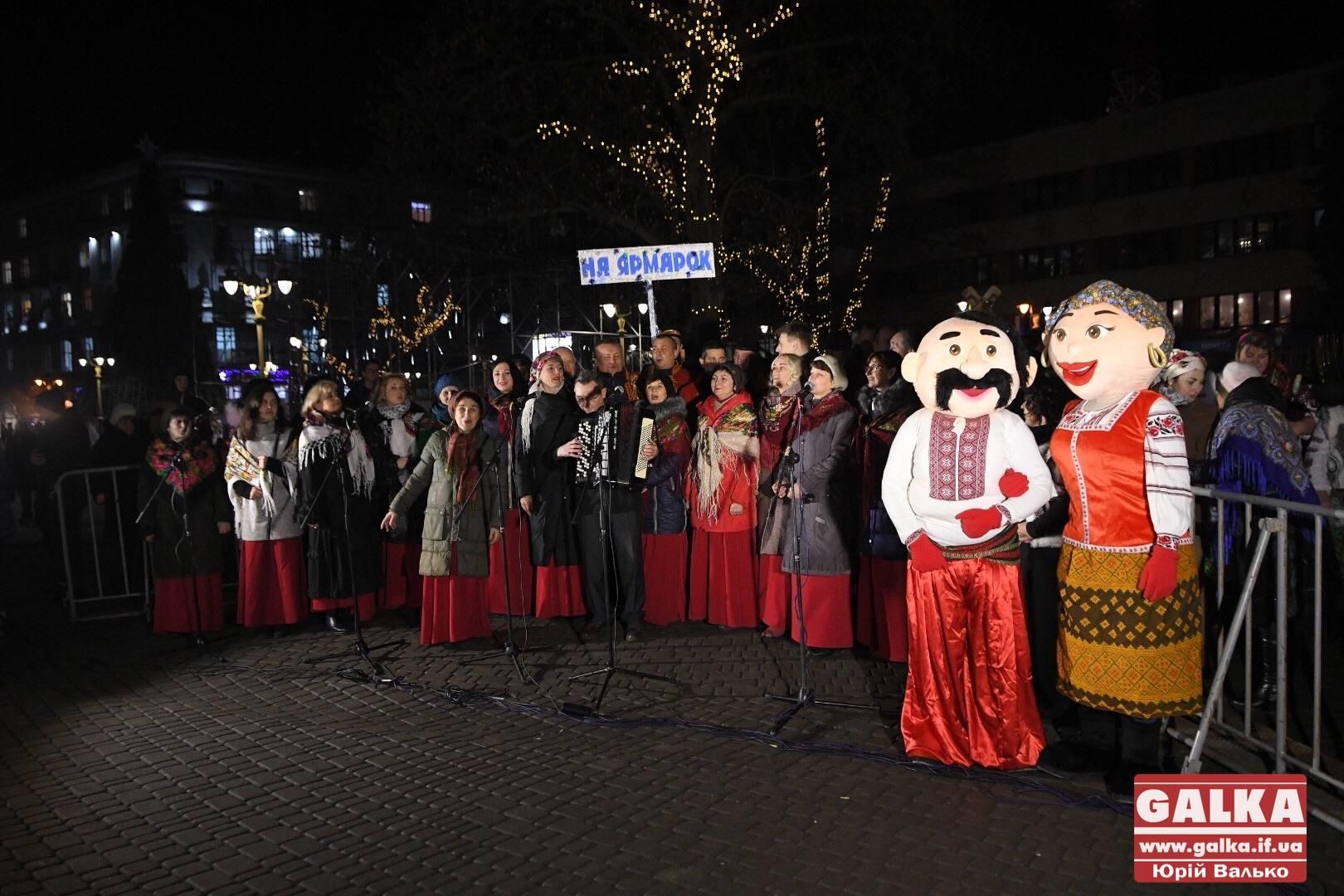 Народні співи, забави та безліч цікавинок: у центрі міста відкрили новорічно-різдвяний ярмарок (ФОТО, ВІДЕО)