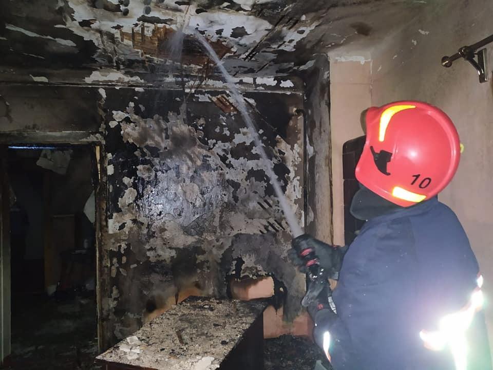 У Долині горіла квартира: пожежники врятували кількох мешканців (ФОТО)