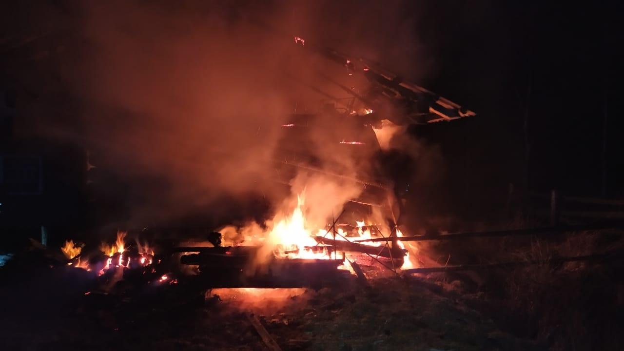 На місці нічної пожежі в Долинському районі знайшли тіло чоловіка (ФОТОФАКТ)