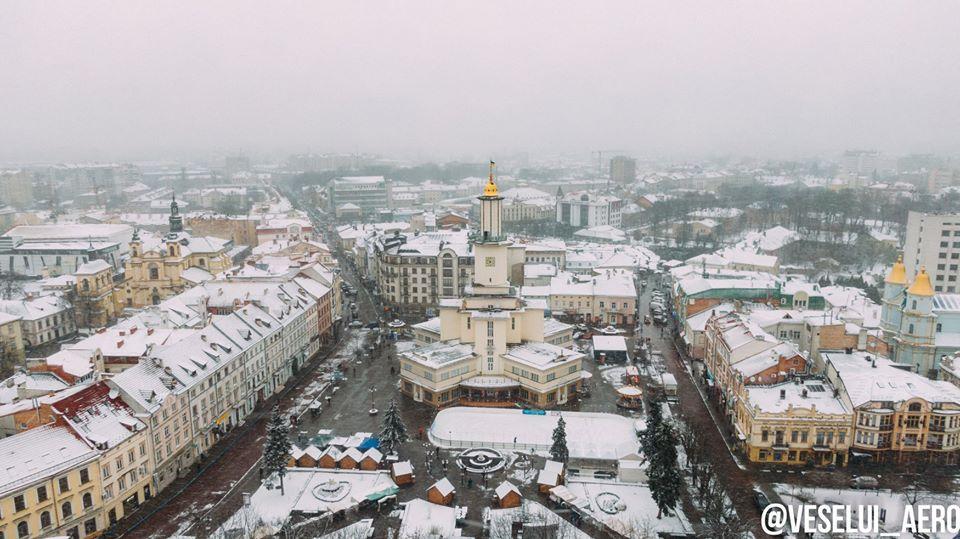 Фотограф показав засніжений Франківськ з висоти пташиного польоту (ФОТО)