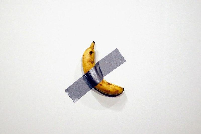 Художник приклеїв банан скотчем до стіни і продав за 120 тисяч доларів