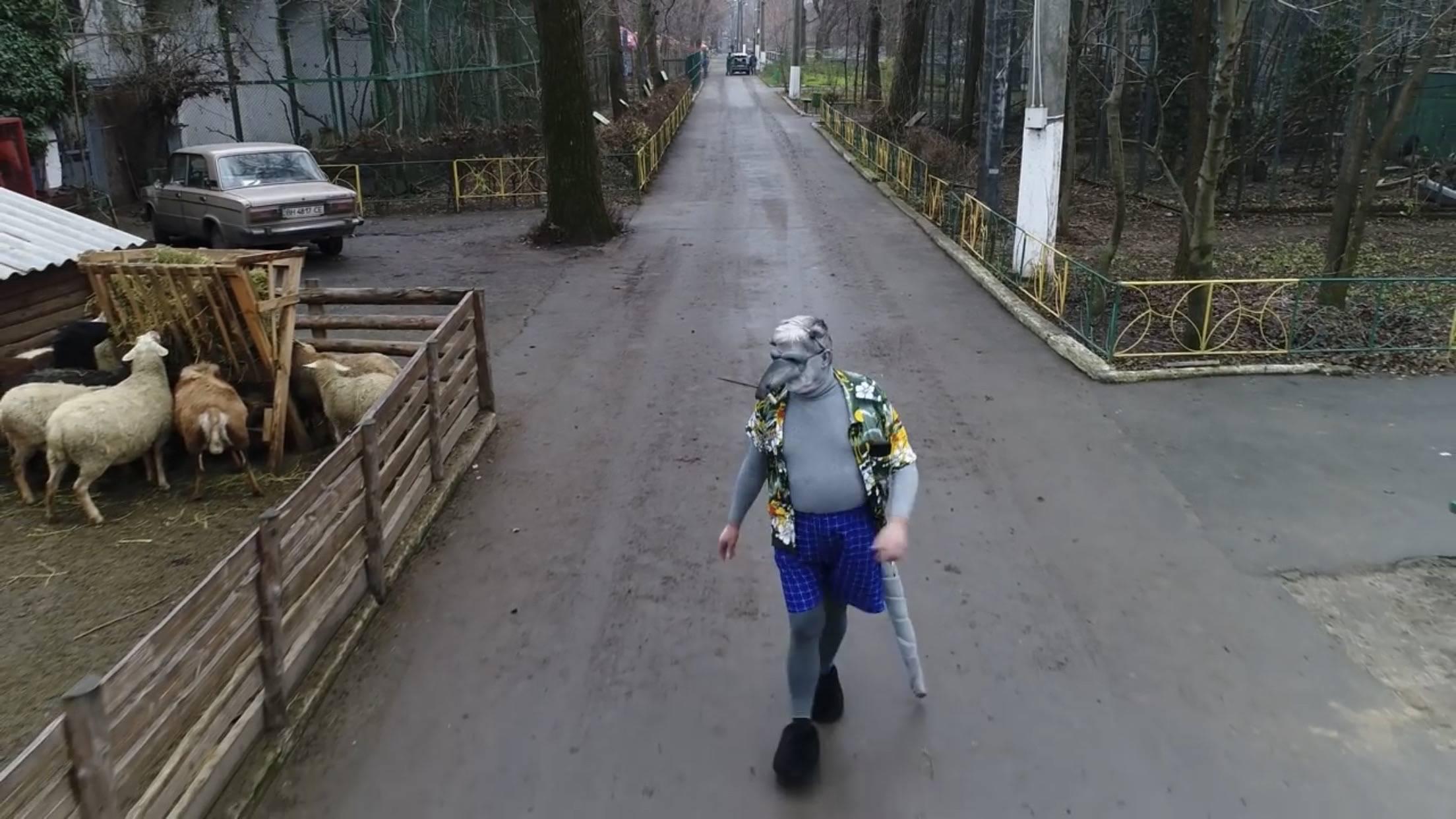 Директор Одеського зоопарку перевдягнувся в костюм пацюка та записав новорічний кліп (ВІДЕО)