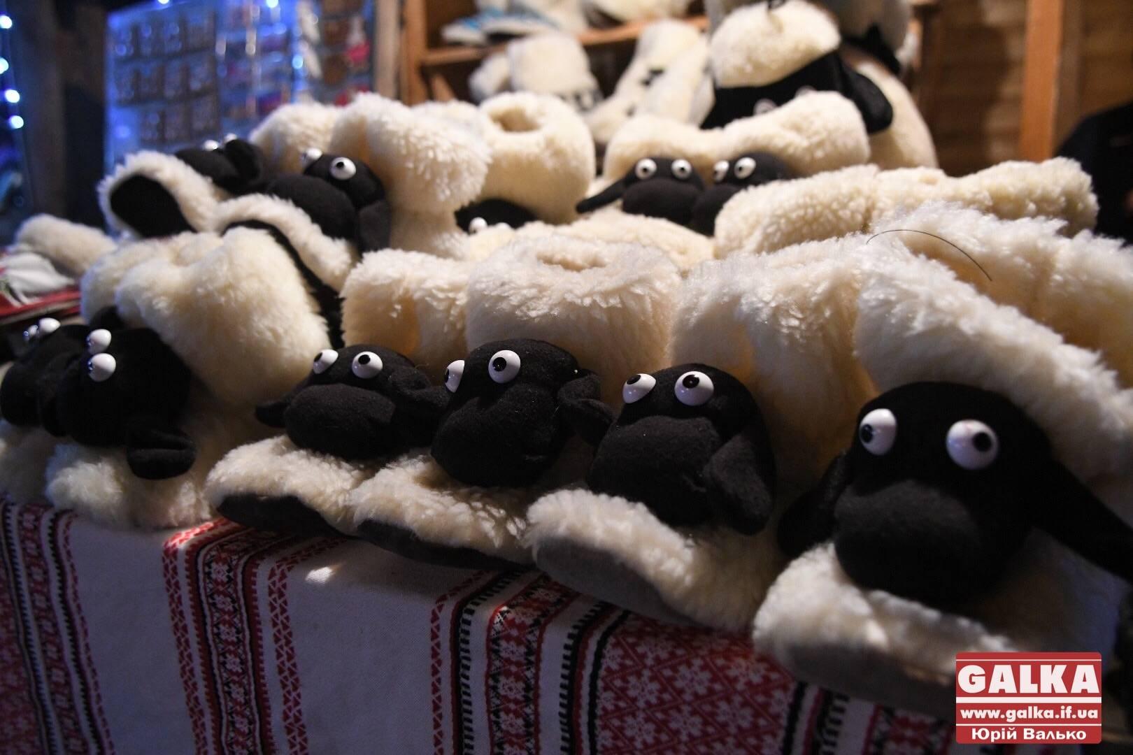 Франківців розпитали, як вони гріються взимку та яких новорічних свят чекають найбільше (ВІДЕО)