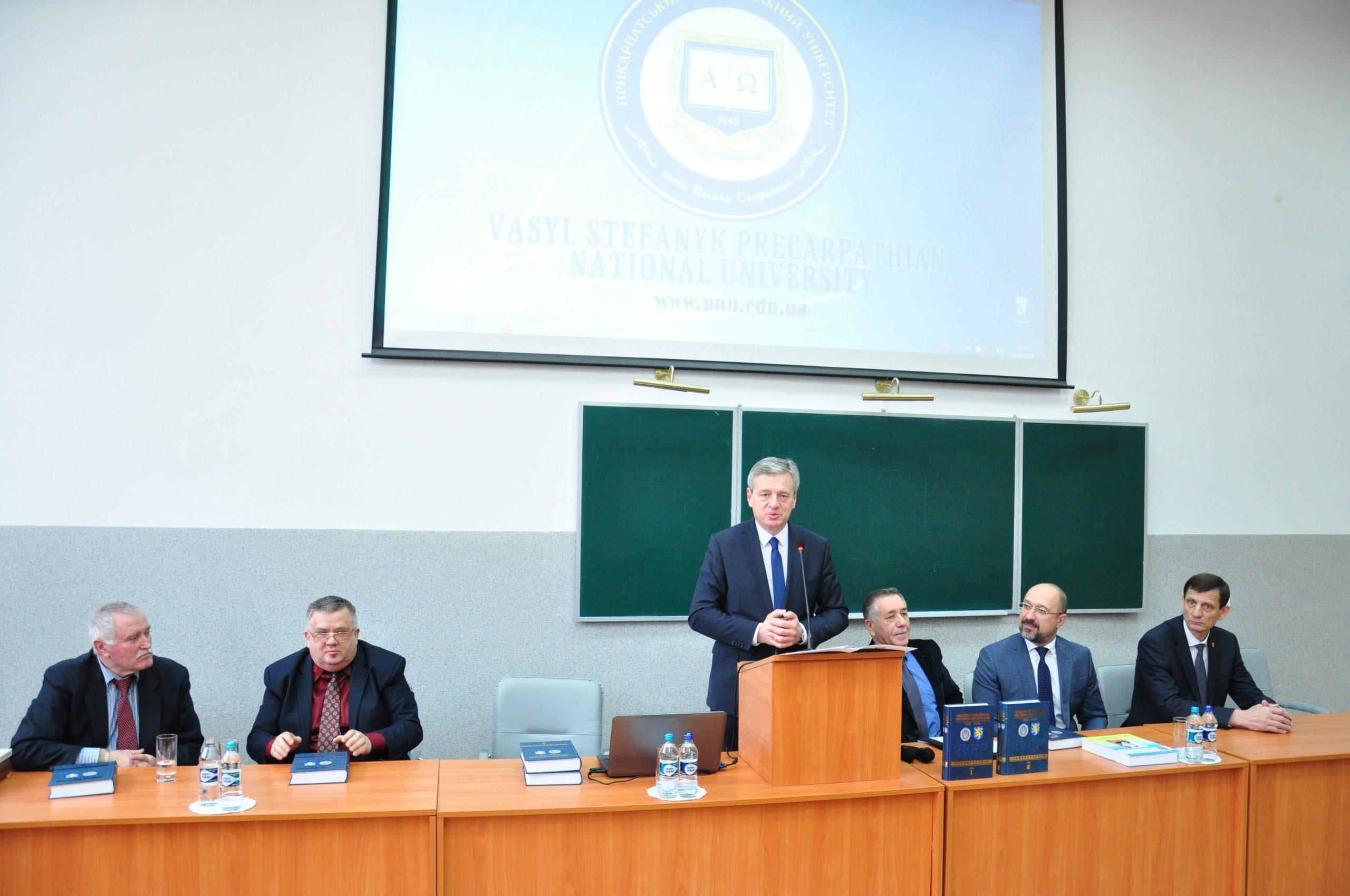 У Франківську представили працю про ЗУНР, над якою трудилися 146 науковців (ФОТО)