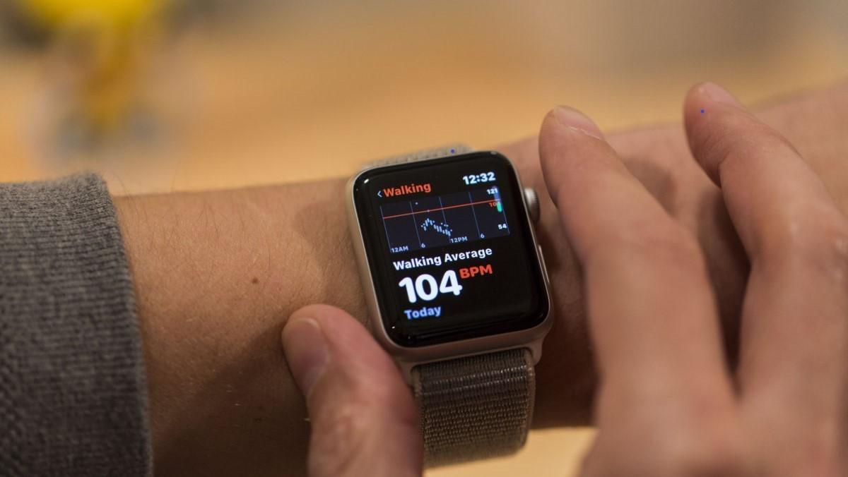 Лікар подав до суду на Apple через патент на функцію відстеження аритмії в Apple Watch
