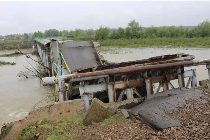 Зеленський обіцяє відкрити завалений у Калуському районі міст 24 грудня