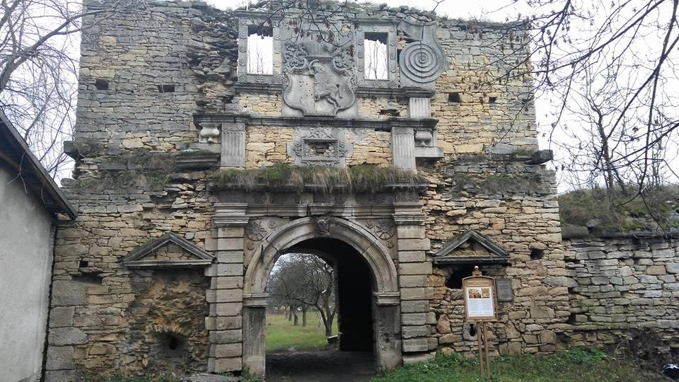 У Городенківському районі облаштували туристичну стежку до Чернелицького замку (ФОТО)