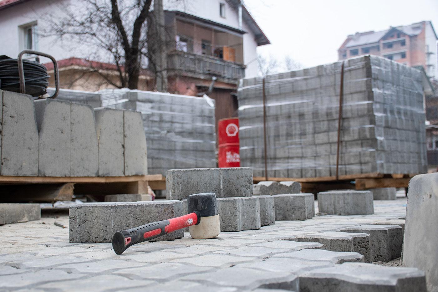 На Чорновола за понад 2 мільйони 600 тисяч відремонтують прибудинкові території