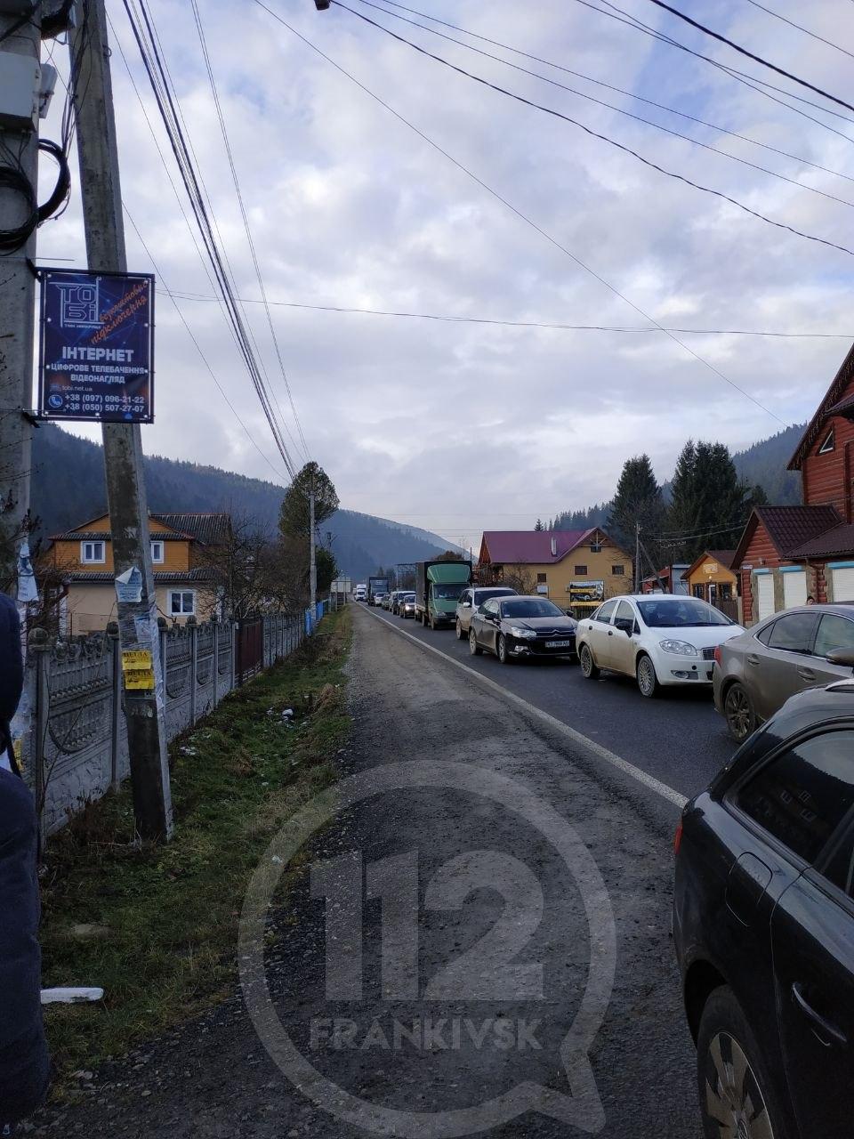 Дорогу національного значення від Яремче до Буковелю перекрили протестувальники (ФОТО, ОНОВЛЕНО)