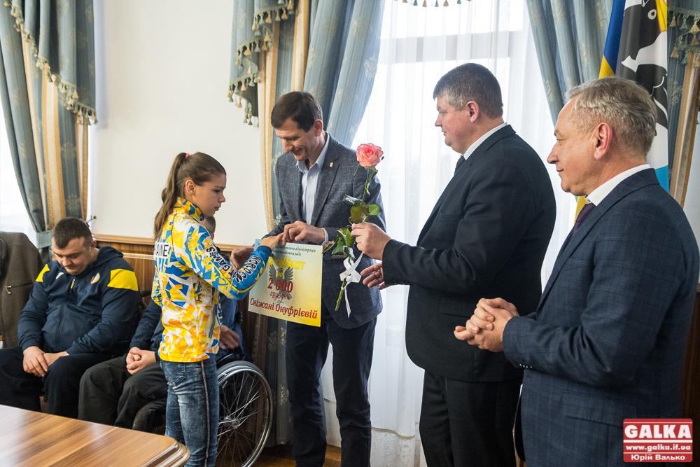 Спортсменів і спортсменок, які відзначилися у престижних міжнародних змаганнях нагородили в Івано-Франківську (ФОТО)