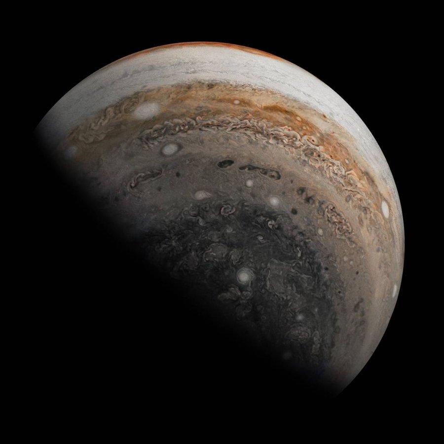 Корабель NASA зробив фотографію південної півкулі Юпітера