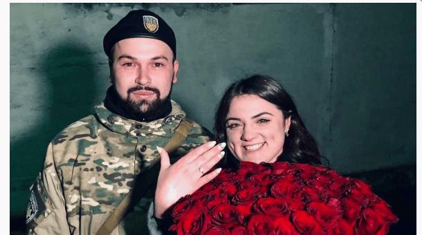 Після повернення зі Сходу прикарпатський поліціянт освідчився коханій (ФОТО)