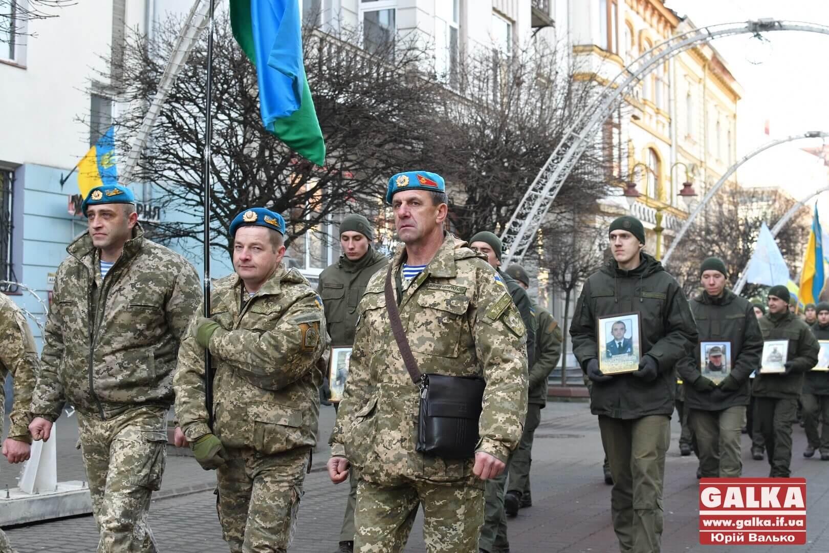 Атовці та небайдужі у Франківську вшанували захисників Донецького аеропорту (ФОТО)