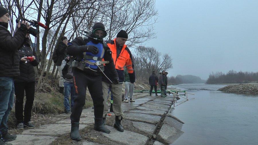 Франківські водолази обстежили місця для купання на Водохреще (ВІДЕО)