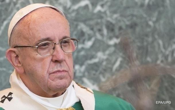 Папа Римський вдарив жінку по руках (ВІДЕО)