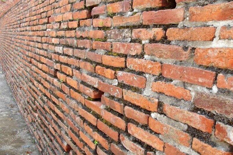 На прикарпатця впала стіна. Чоловік не вижив