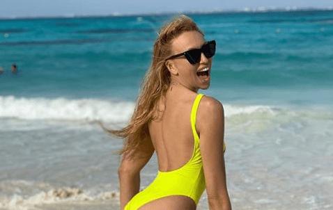 Показала сідниці: як Полякова святкувала 36-річчя на екзотичному пляжі (ФОТО)