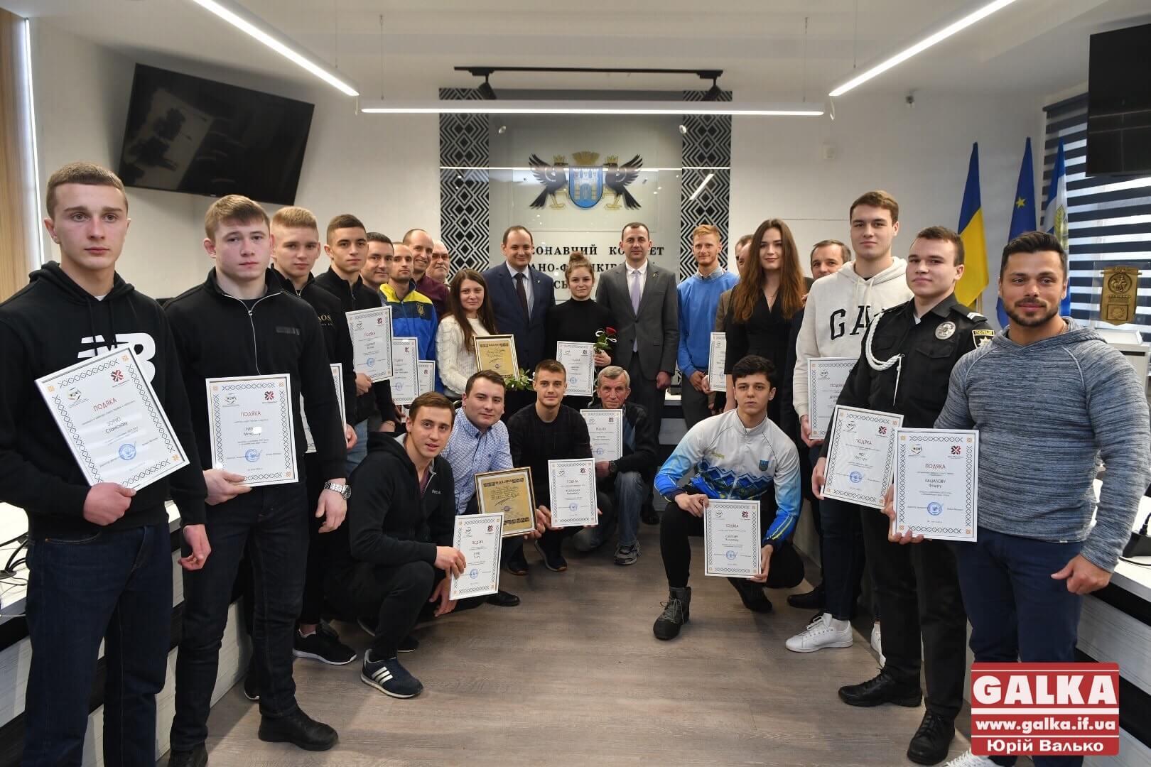 В Івано-Франківську нагородили найкращих спортсменів та тренерів (ФОТО)