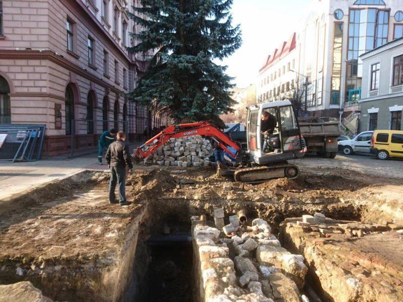 «Твердиня ця далеко наводить страх»: як у Франківську досліджують частину розкопаної Тисменицької брами (ФОТО)