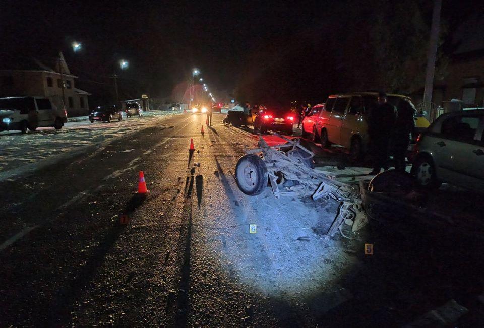 У Ланчині легковик в'їхав у фіру та пошкодив ще три автівки (ФОТО)