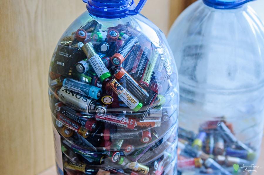 Пів тонни використаних батарейок зібрали у Верховині. Активісти просять про допомогу, аби відправити їх на переробку