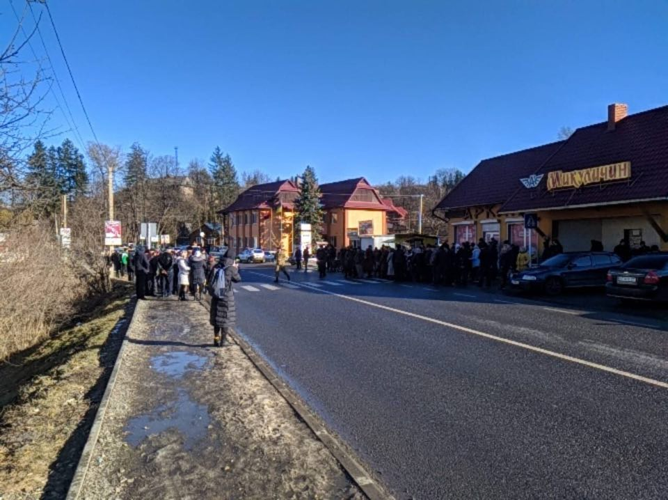 Сьогодні на Прикарпатті люди знову перекрили дорогу «Мукачеве-Івано-Франківськ-Львів»