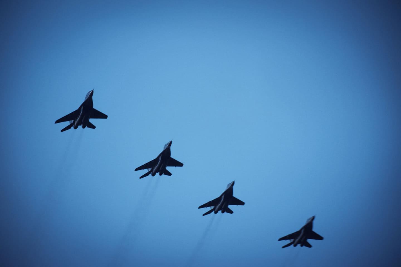 У Франківську військові пілоти випробовували себе у погану погоду (ФОТО)