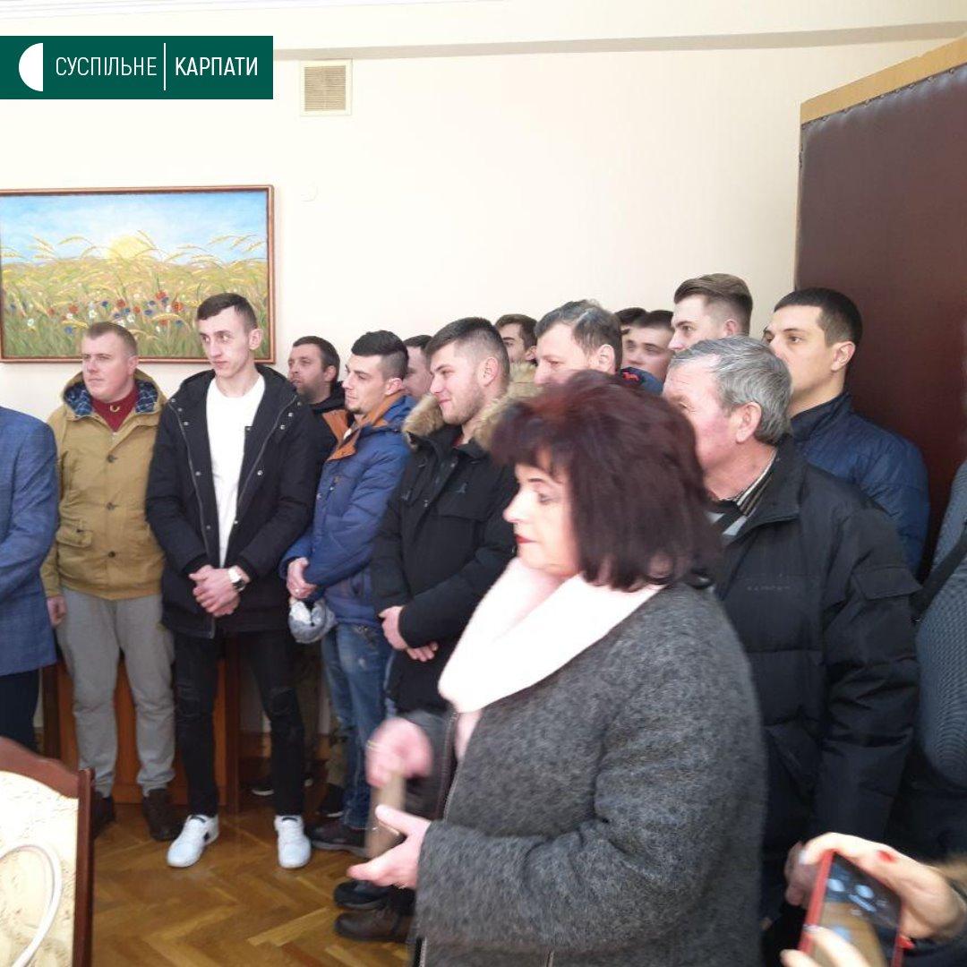 Мешканці Рожнятівщини погрожують перекрити шлях на Львів, якщо їм не поремонтують місцеві дороги (ФОТО)