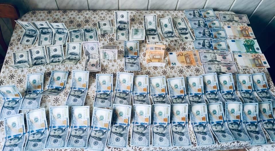 В Івано-Франківську та області група чернівчан підробляла долари (ФОТО)