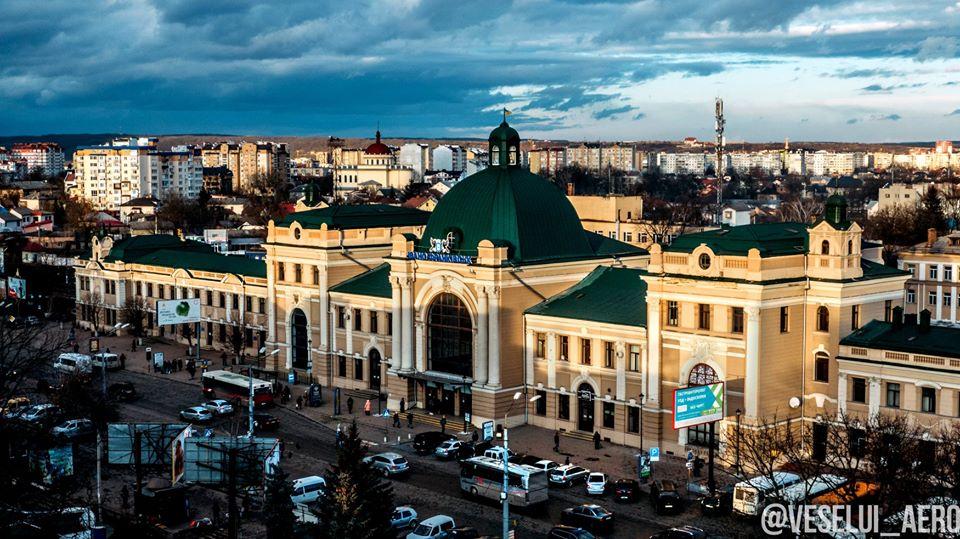 Франківський залізничний вокзал показали з висоти пташиного польоту (ФОТО)