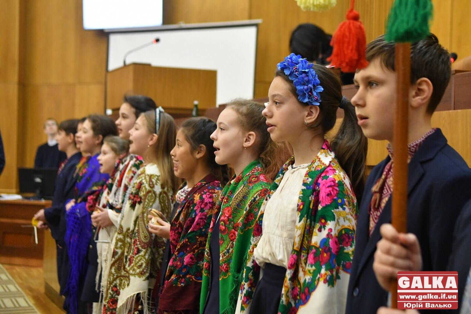 Юні вихованці Католицької школи заколядували для франківських депутатів (ФОТО)