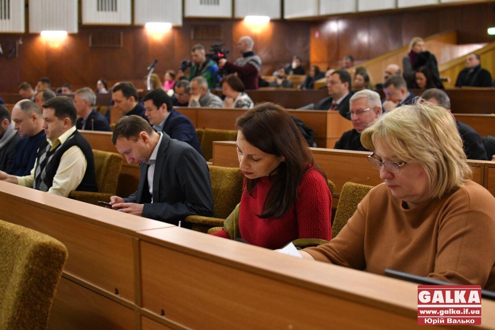 Позачергова сесія міськради у світлинах (ФОТО)