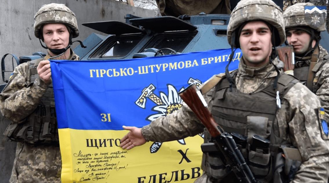 """Бійці прикарпатської """"десятки"""" подякували дітлахам за побажання до свят і подарували прапор бригади (ВІДЕО)"""